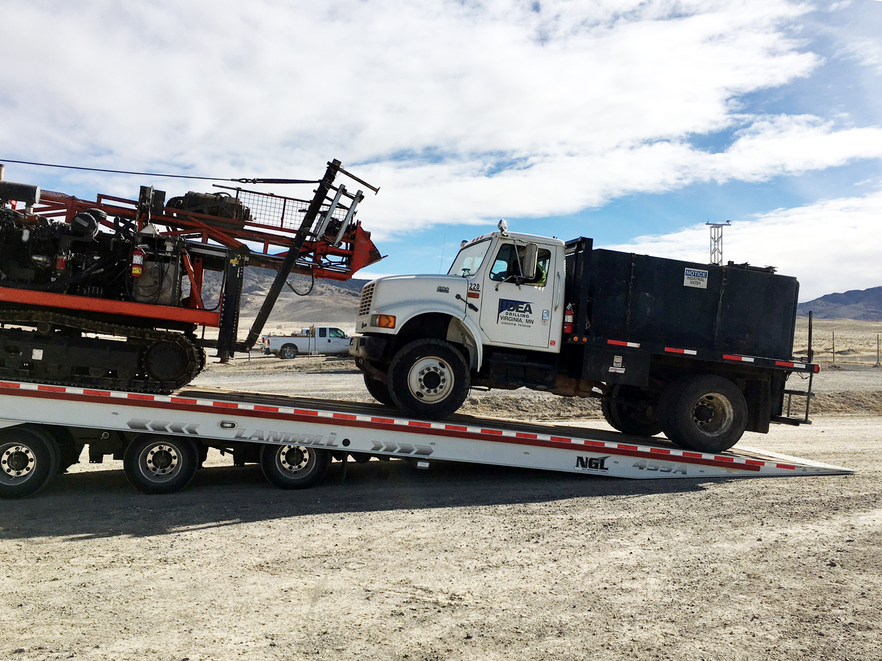 Lo-bed with water truck and driller